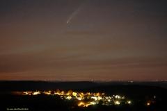 Komet Neowise am 12.7.2020 über den Horizont über der Ortslage Kastel-Staadt, Ortsteil Kastel